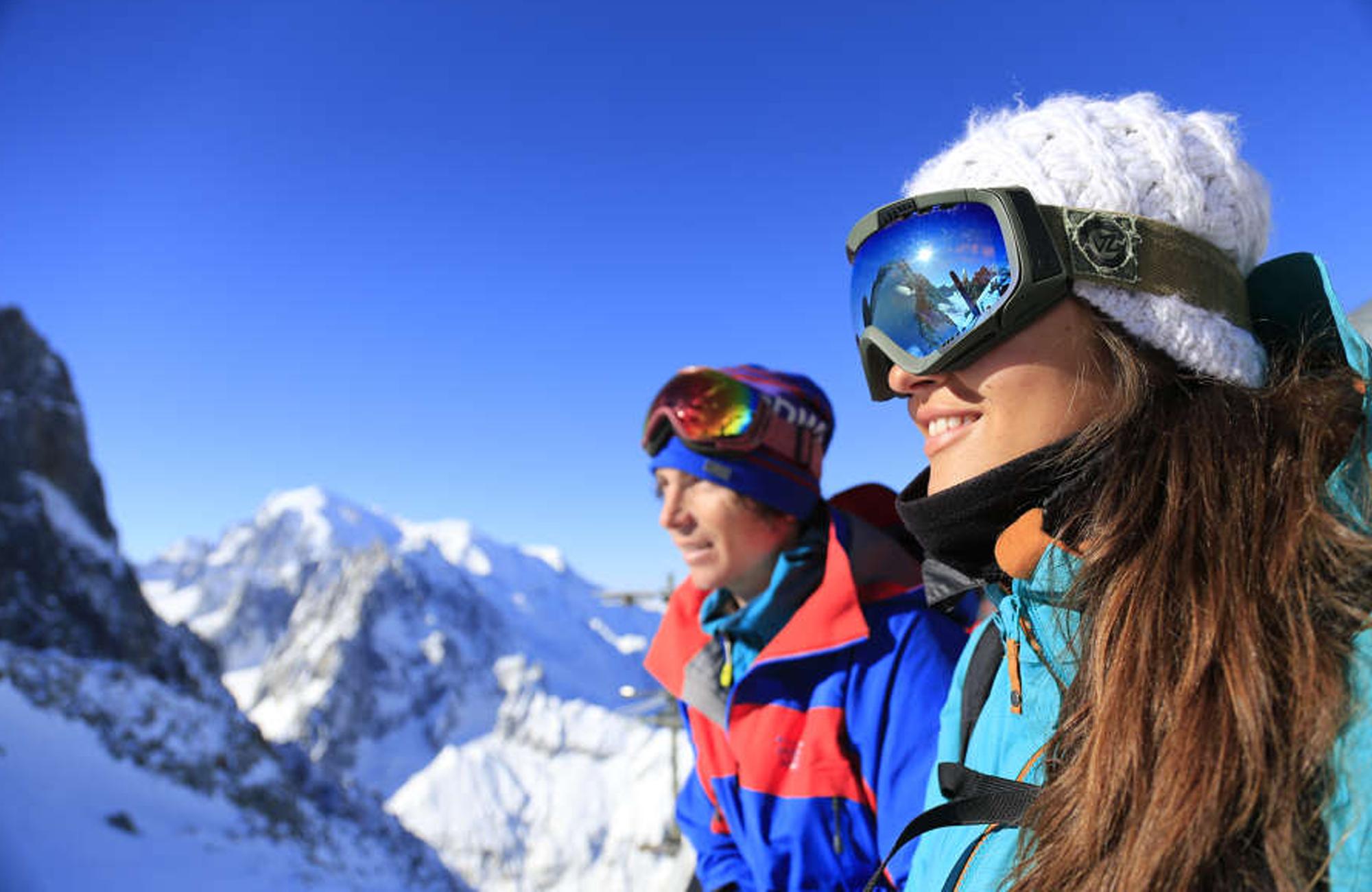 Cold Fusion Chalets - Singles Ski & Snowboarding Holidays