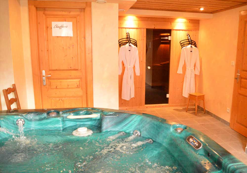 Chalet Eagle Hot Tub
